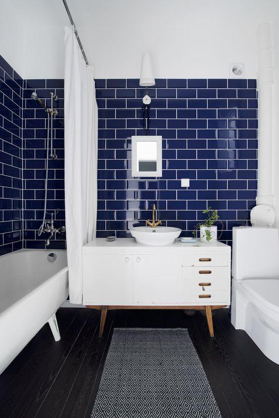 Bathroom Colors Ideas: Striking Navy