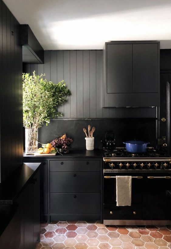 Black Kitchen Ideas: Chic Rustic Kitchen