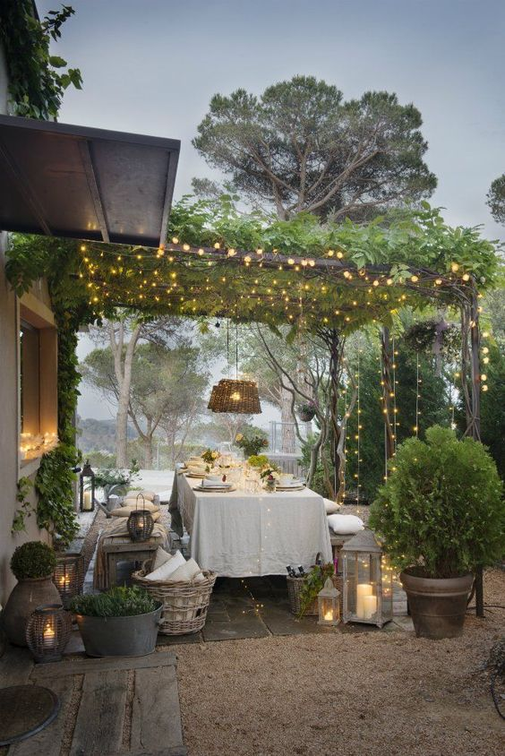 backyard dining ideas 22