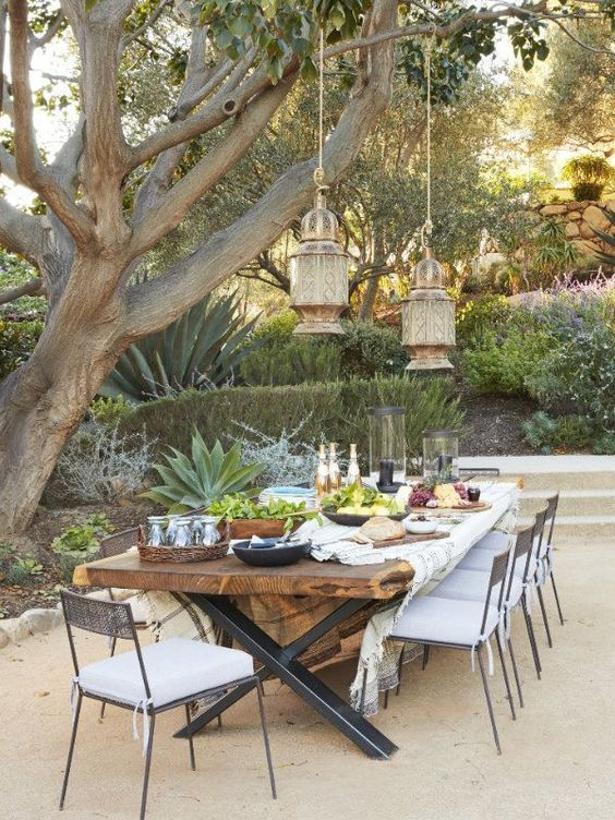 Backyard Dining Ideas: Make The Tree As Shade