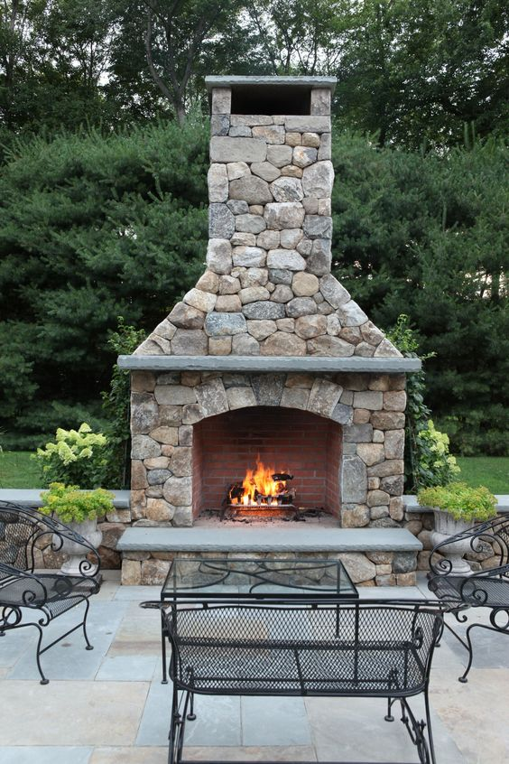 Backyard Fireplace Ideas: Simply Grand Fireplace