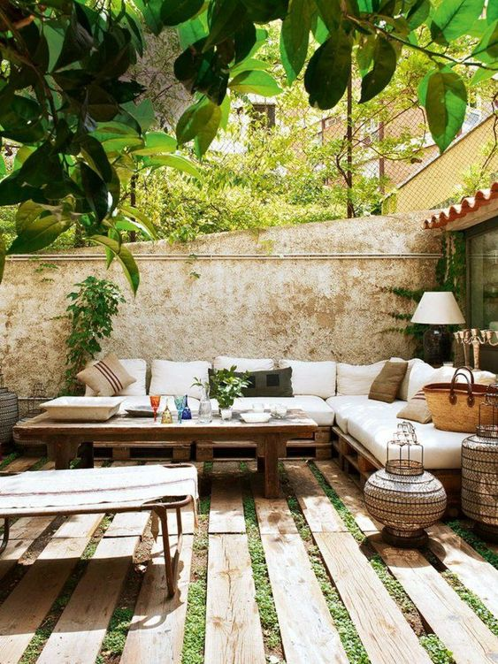 Backyard Furniture Ideas: Wooden Domination