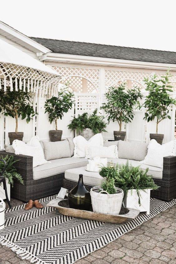 Backyard Furniture Ideas: Give Some Elegance