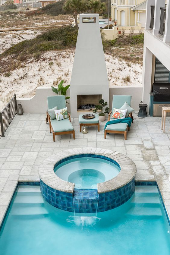 Hot Tub Pool: Clean and Neat Design