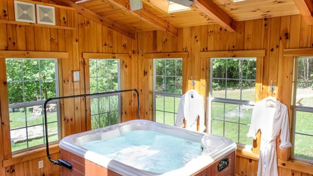 Relaxing Indoor Hot Tub Ideas For Extra Comfort Decortrendy