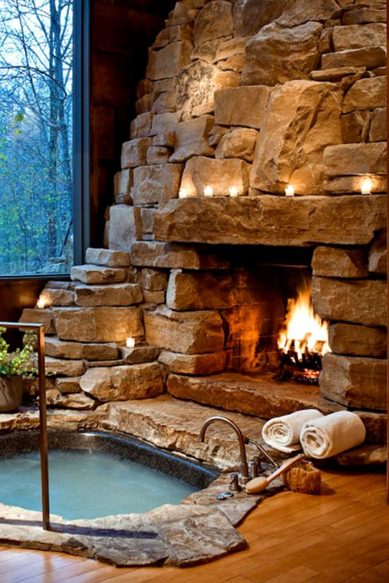 Luxury Hot Tub: Dazzling Rocky Tub