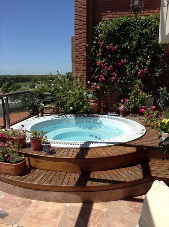 round hot tub 16