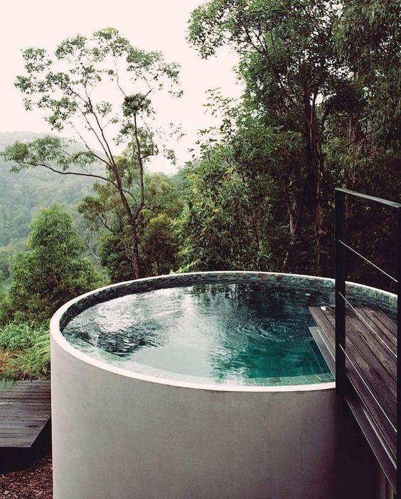 round hot tub 22