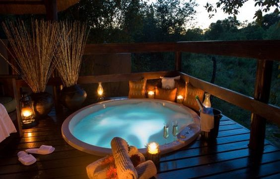 round hot tub feature