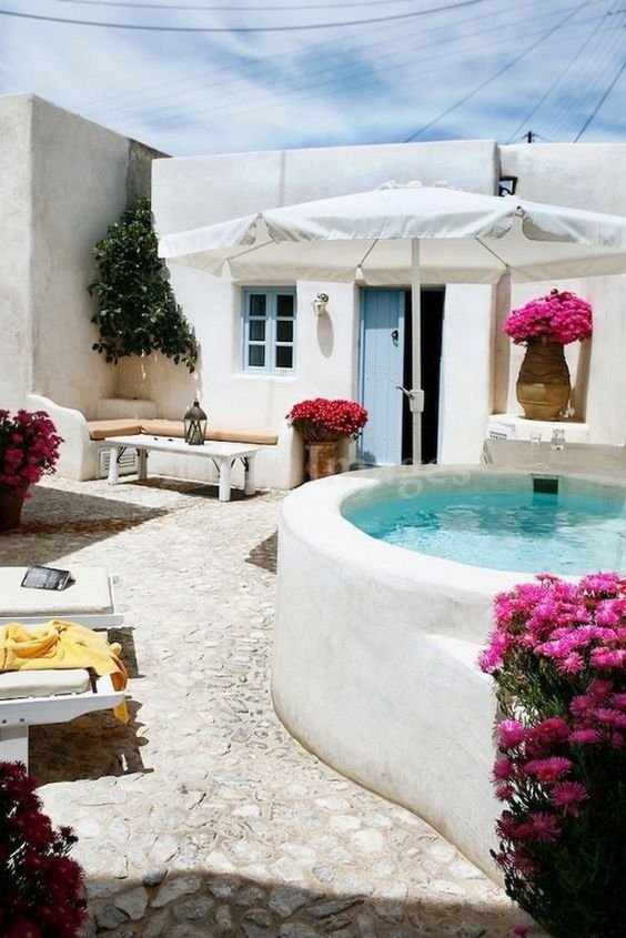 Small Swimming Pool Ideas: Stunning All-White Look