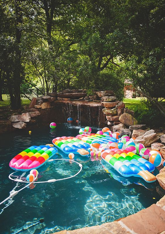 swimming pool party ideas 20