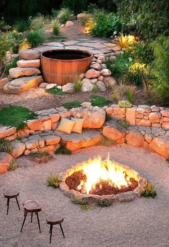 Wooden Hot Tub: Earthy Feel