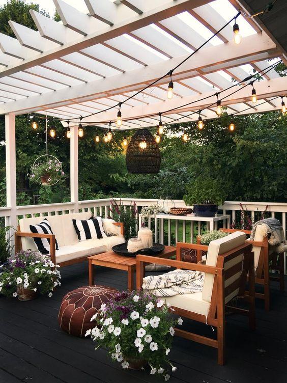 Backyard Pergola Ideas: Cozy Seating Area