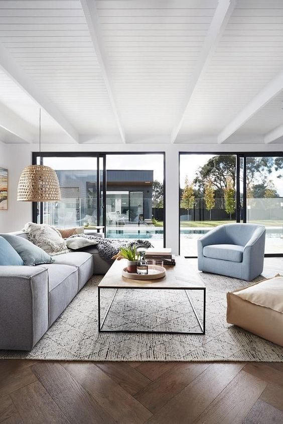 Contemporary Living Room Ideas: Fresh and Airy Room