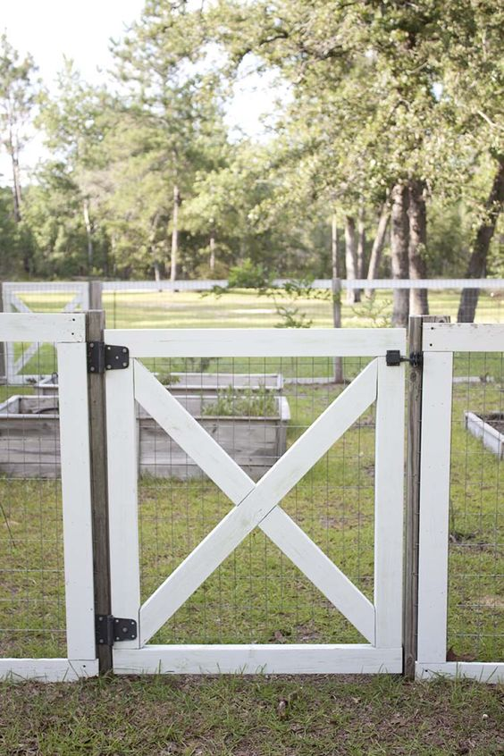 Farmhouse Fence: Flat Top Fence