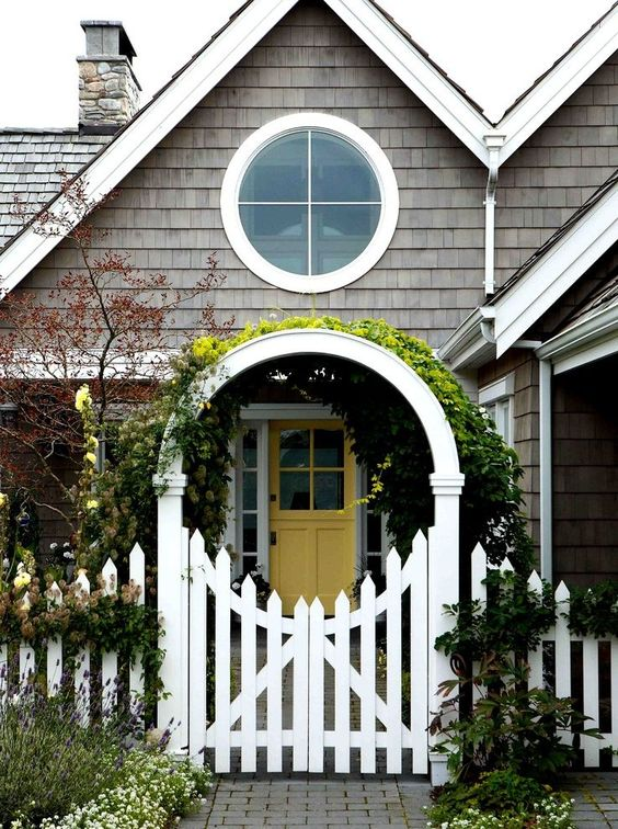 Fence and Gates: Go Classic with Picket