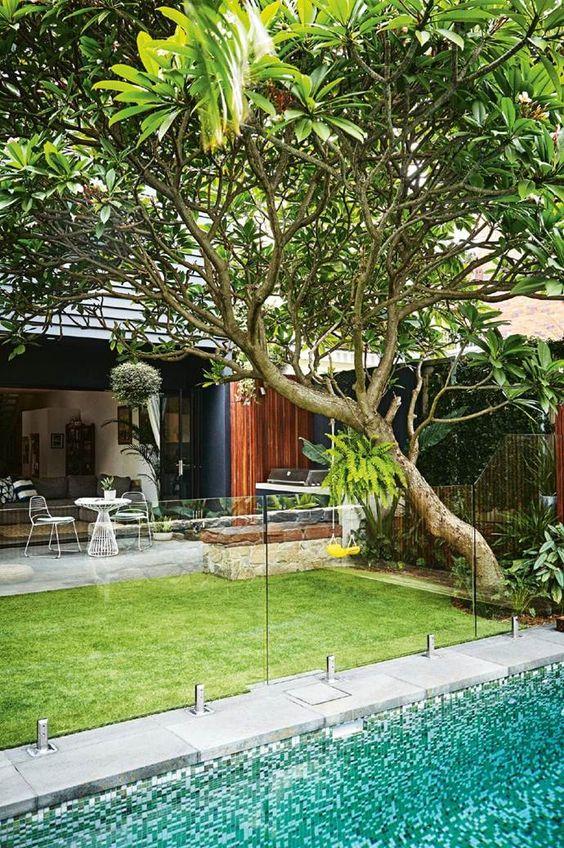 pool fence 10