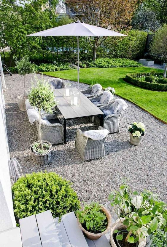 Gravel Patio Ideas: Elegant White Gravel