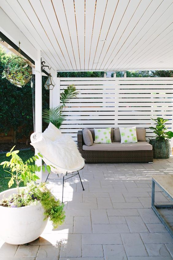 Patio Furniture Ideas: Stunning All-White
