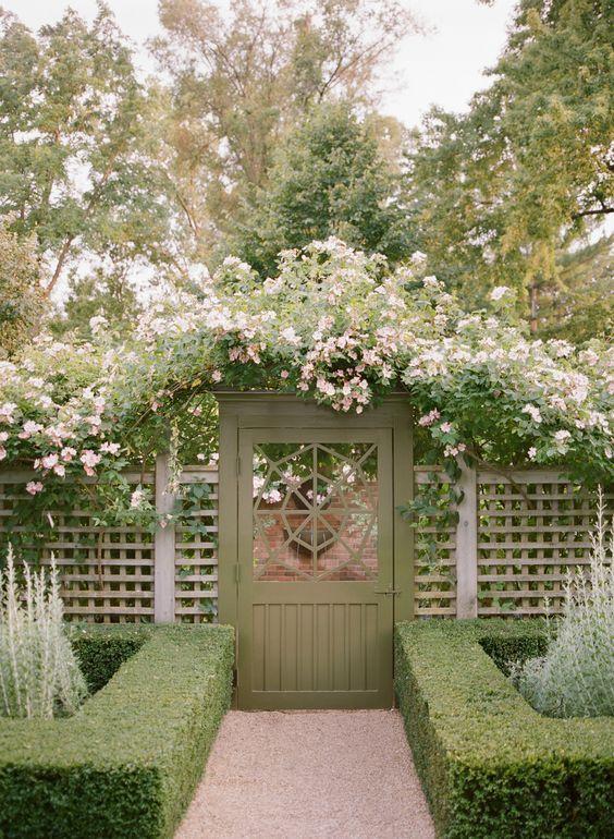 Lattice Fence: Marvelous Fence and Gate