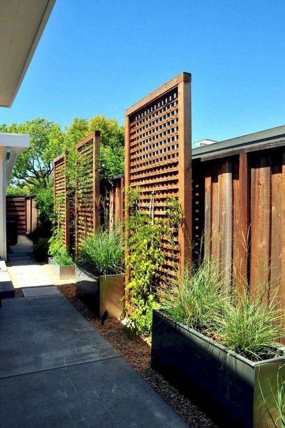Lattice Fence: Decorative Lattice Fence