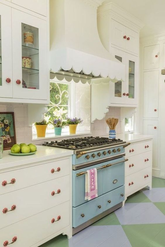 Retro Kitchen Ideas: Elegant Wooden Cabinets