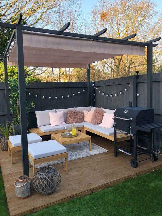 Backyard Decor Ideas: Cozy Seating Area
