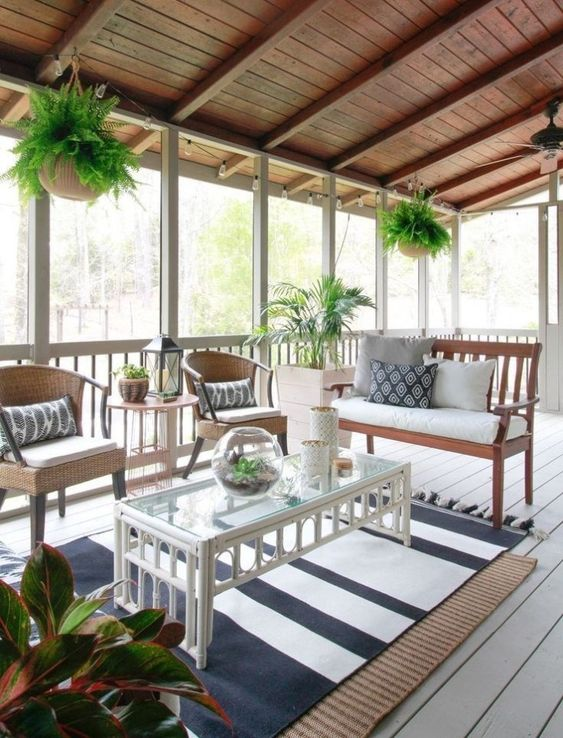 Enclosed Patio Ideas: Farmhouse Enclosed Area
