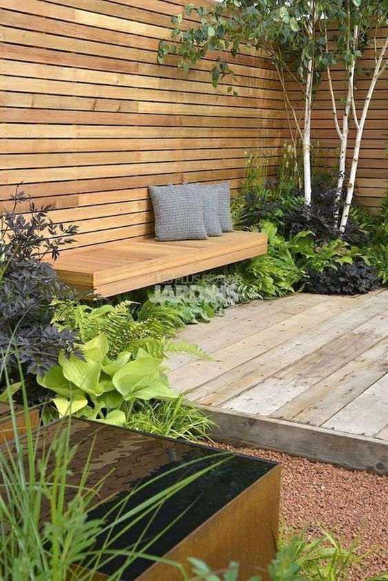 Garden Fence: Earthy Wooden Fence