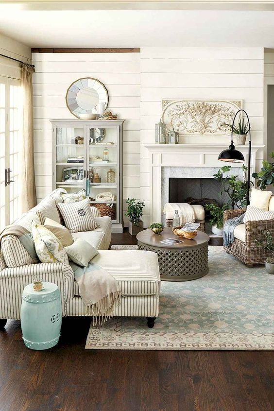Living Room Decor Ideas: Cozy French Country