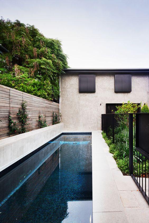 Modern Swimming Pool Ideas: Eye-Catching Dark Pool
