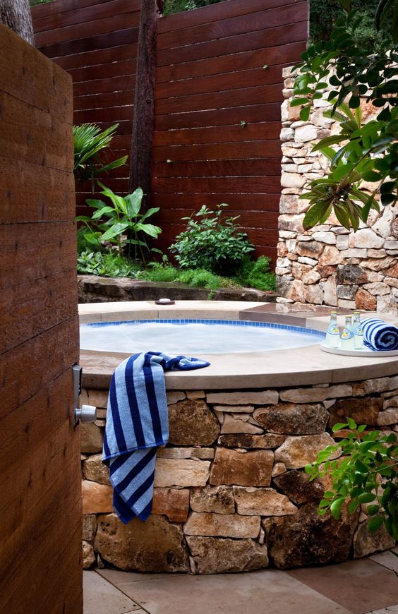 Built-In Hot Tub: Stone Round Tub