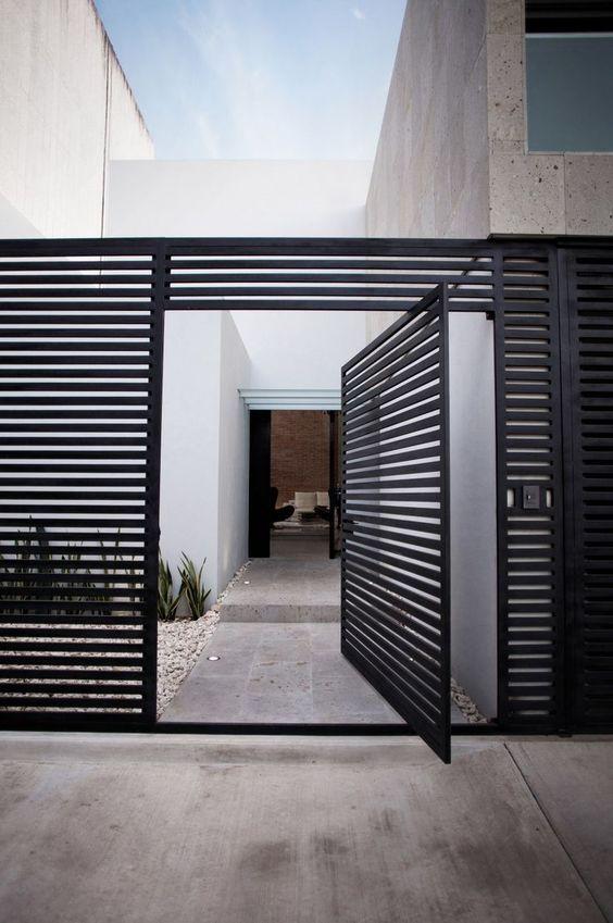 horizontal fence 13