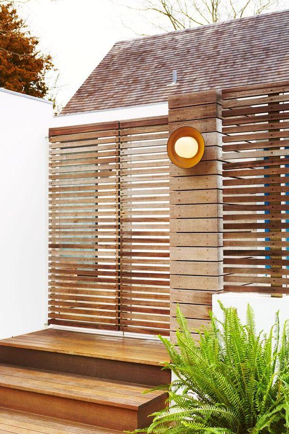 horizontal fence 18