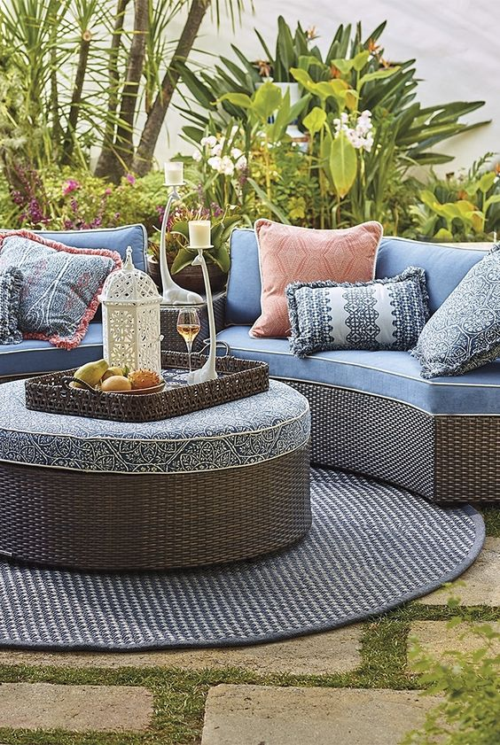 Patio Rug Ideas: Round Area Rug