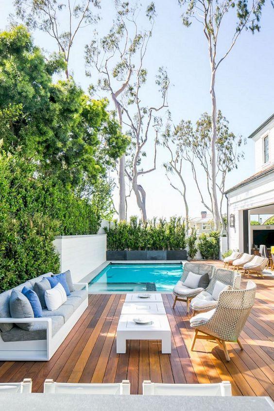 Swimming Pool Decks Ideas: Cozy Outdoor Area