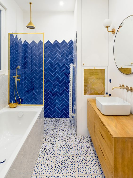 Blue Bathroom Ideas: Eye-Catching Decorative Spot