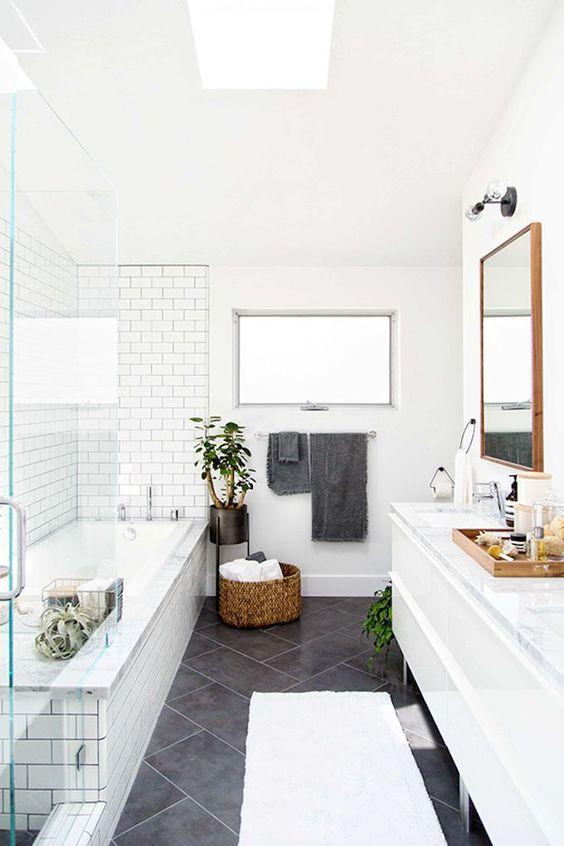 Bathroom Tile Ideas: Classic Monochromatic