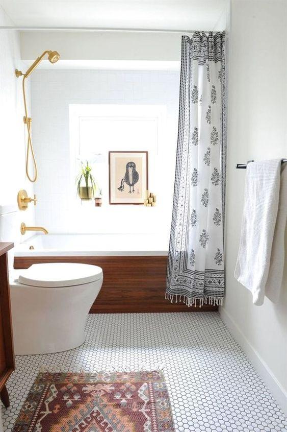 Bathroom Tile Ideas: Minimalist White Tiles