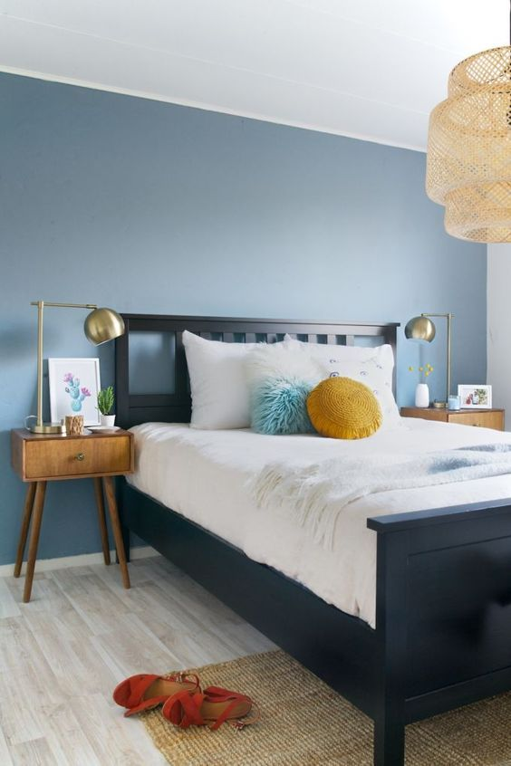 Beach Bedroom Ideas: Calming Blue Background