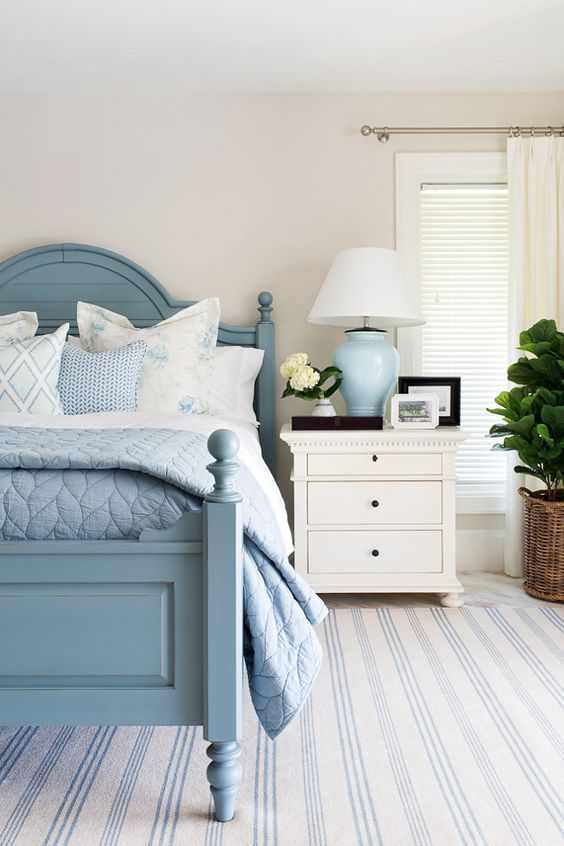 Beach Bedroom Ideas: Simple Blue Decorations
