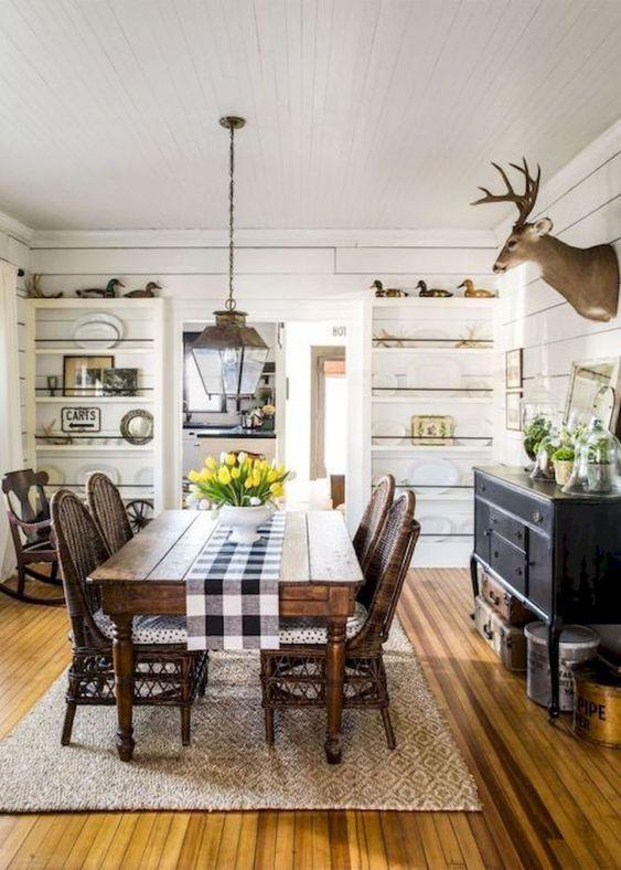 Dining Room Rug Ideas: Simple Farmhouse Rug