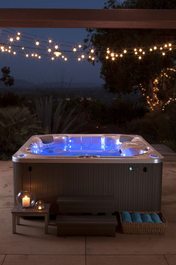 Romantic Hot Tub 8