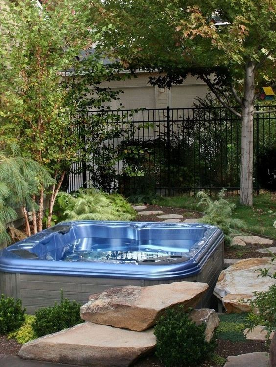 Backyard Hot Tub Ideas: Natural Decorative Tub