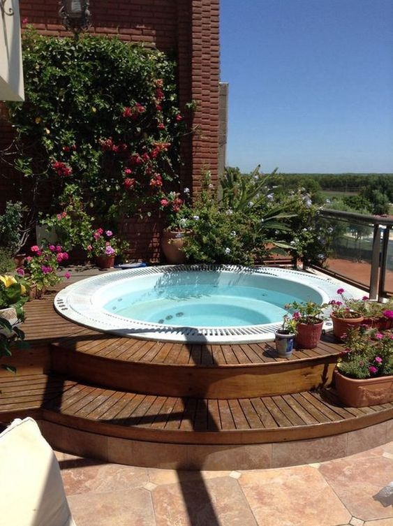 Backyard Hot Tub Ideas: Stunning Round Tub