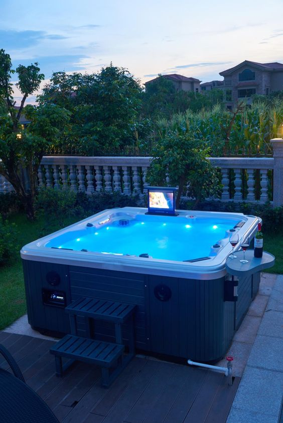 Backyard Hot Tub Ideas: Minimalist Inflatable Tub