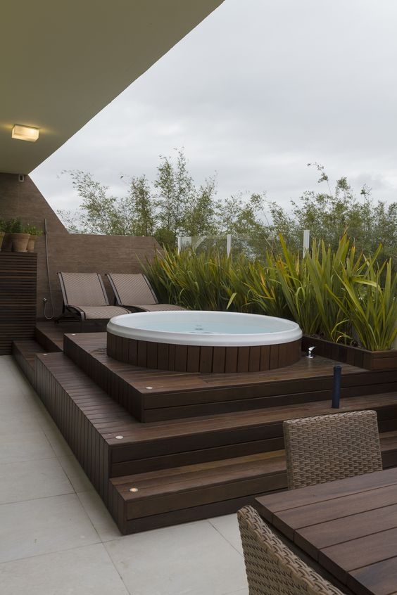 Backyard Hot Tub Ideas: Fresh Outdoor Deck