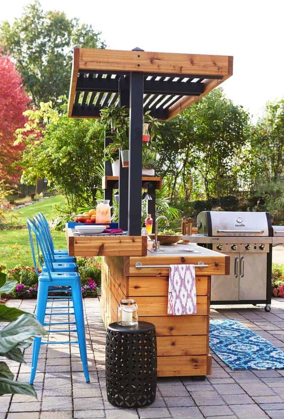 Backyard Kitchen Ideas: Lovely Wooden Bar