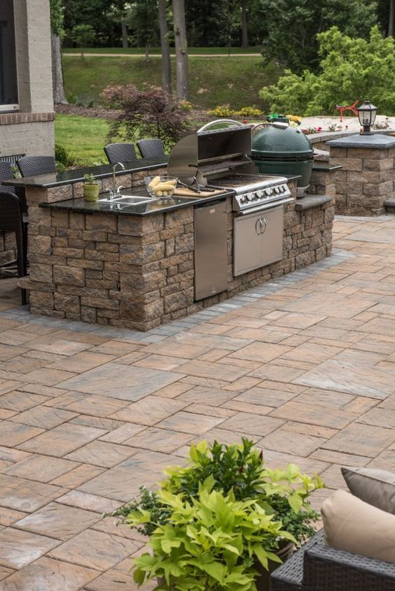 Backyard Kitchen Ideas: Captivating Rocky Material