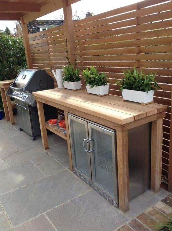 Backyard Kitchen Ideas: Warm Wood Pallet